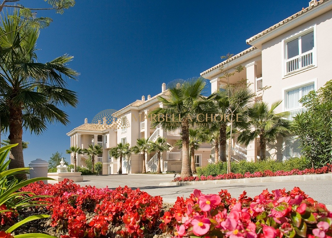 2 bedroom apartment in the most exclusive development of Los Flamingos